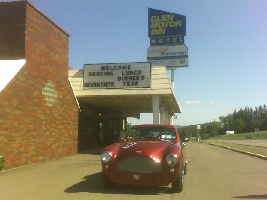 Glen Motor Inn : Somebody's Aston - fits the place to a tee