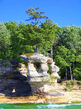Pictured Rocks Cruises : Chapel Rock