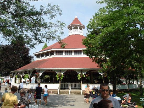 Ligonier, Pensilvanya: 1931 PTC wooden carousel