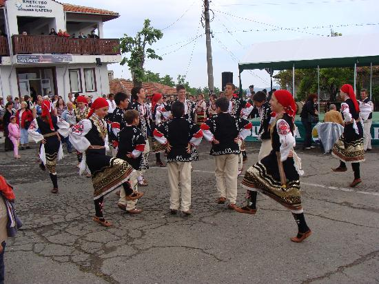 Burgas, Bulgaria: Folk dances at the burning fire