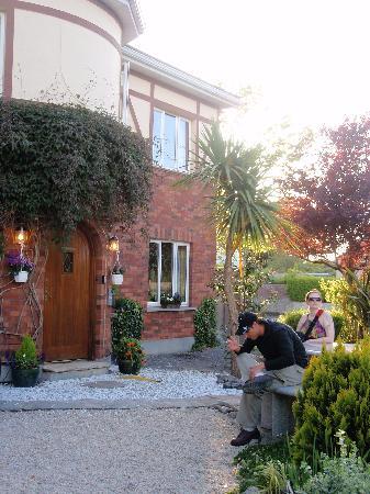 Corrib Haven Guest House: Entryway at Corrib Haven