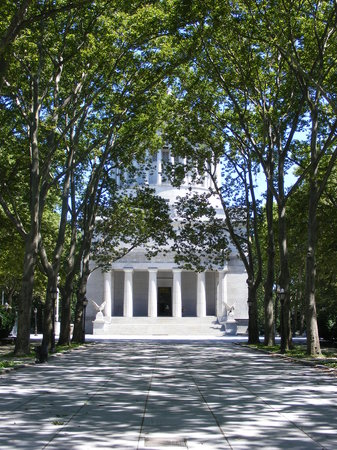 General Grant National Memorial: Grant's Tomb from Riverside Park