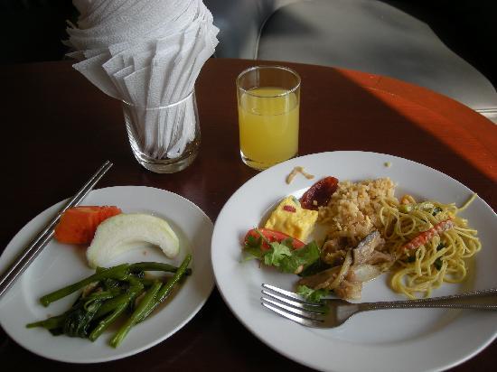 JL Bangkok: 朝食バイキングの内容です