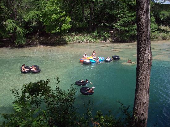 Rio Frio, تكساس: Tubing down the river!