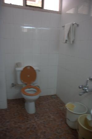 Hotel President: Unclean bathroom