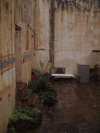 Whethu Backpackers: courtyard