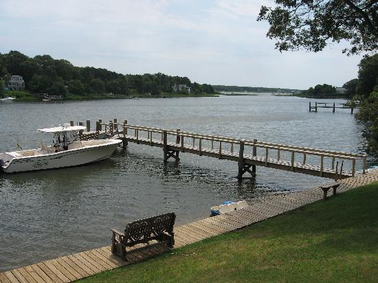 CapeWind Waterfront Resort: Boat Dock Picture
