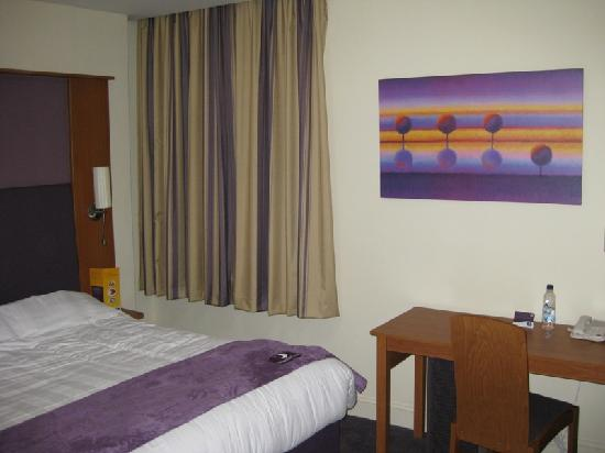 Premier Inn London Kensington (Olympia) Hotel: our room