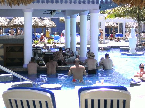 Jerk chicken picture of hotel riu montego bay ironshore for Chicken in swimming pool