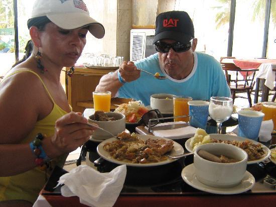 Hotel Blue Tone: La variada del menú en la alimentación, exquisito