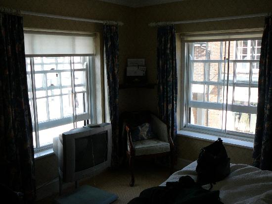 The Spread Eagle Hotel & Spa: Double windows kept room airy