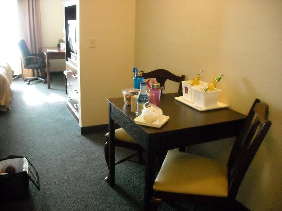 Comfort Suites Wixom: desk and table/chairs, fridge, coffee maker and microwave
