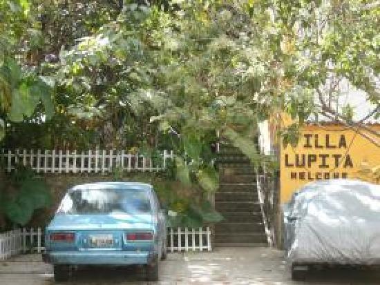 Villa Lupita: la entrada