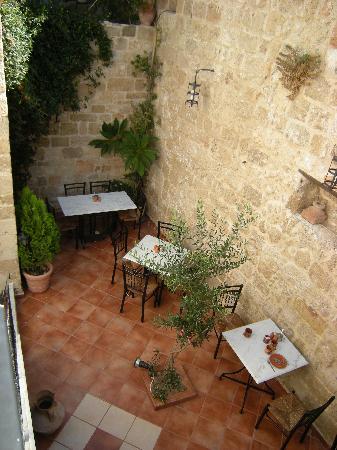 Cava d'Oro Hotel: la cour intérieure où se prend le petit déj'
