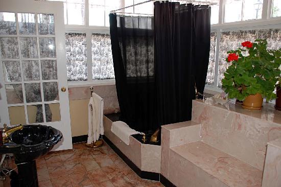 Bottger Mansion of Old Town: Bottger Mansion: Rebecca Leah bathroom
