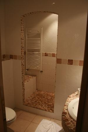 Royal Hotel: our spacious bathroom