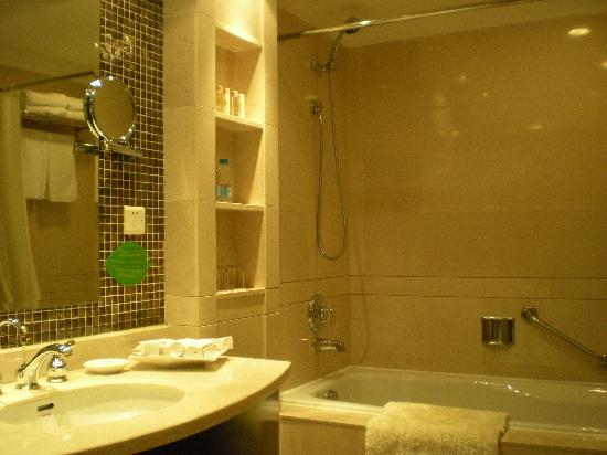 Oriental Riverside Hotel : Bathroom