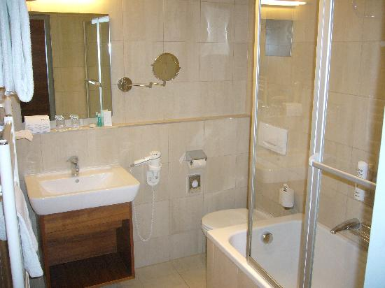 Austria trend hotel anatol in vienna bathroom 1 for Bathroom trends reviews