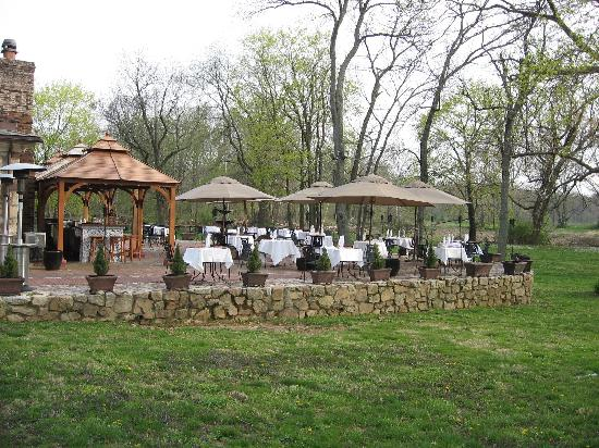 Bridgetown Mill House Restaurant & Inn : Outdoor Dining on Patio