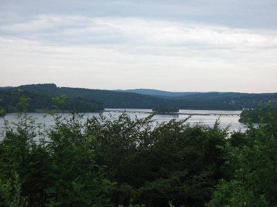 Hôtel Le Verrou : Vavissiere lake