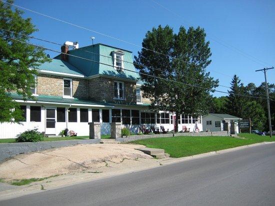 Holiday Manor Fishing Lodge