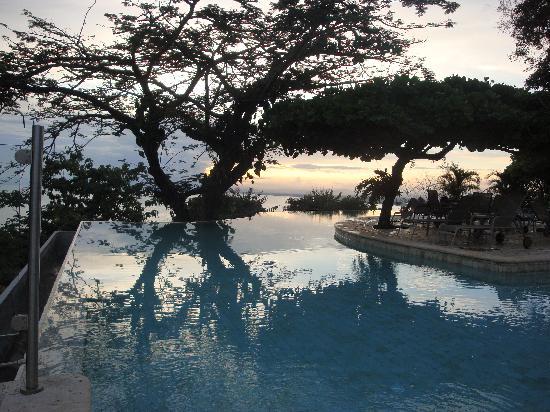 La Mariposa Hotel: View of pool