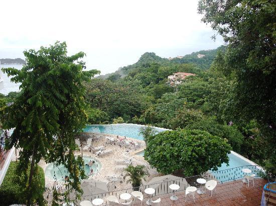 La Mariposa Hotel: View of pool area