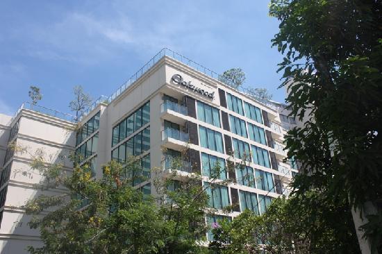 Oakwood Residence Sukhumvit 24: Building