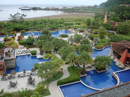Los Suenos Marriott Ocean & Golf Resort: View of pool from top level
