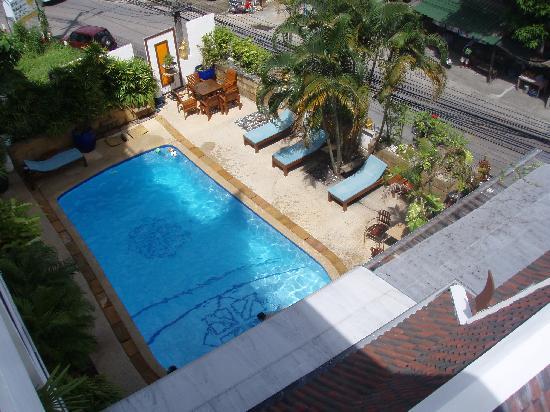 Kelly's Hotel : Kellys pool from my room