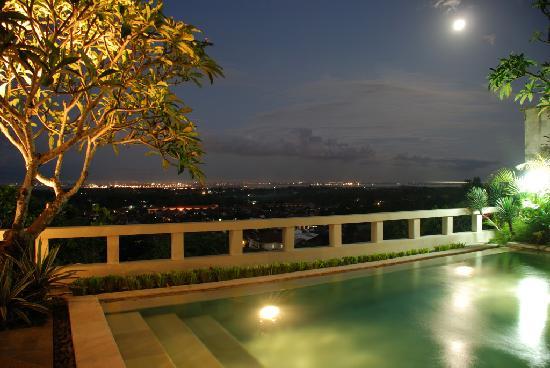Ungasan Bay Villas: Views over the island and bay