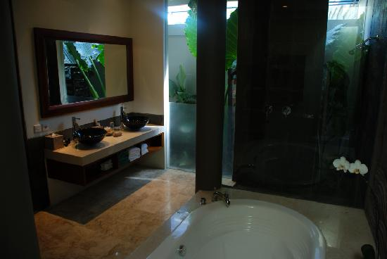 Ungasan Bay Villas: Deep two person baths