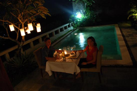 Ungasan Bay Villas: Candle lit dinner by the pool