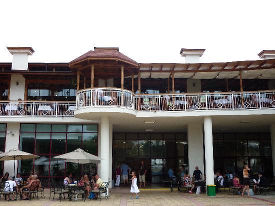 DIT Evrika Beach Club Hotel : Restaurant