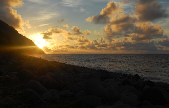 Province of Batanes, Philippinen: sunrise at Valugan Bay