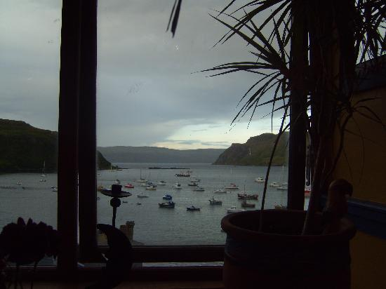 Harbour Lodge: Twilight from the Aribba Cafe in Portree