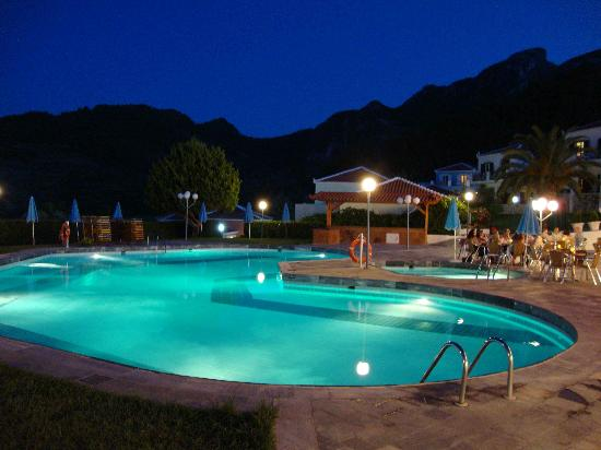 Arion Hotel: pool by night