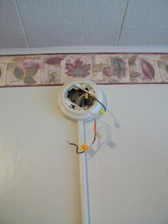 Morgantown, Δυτική Βιρτζίνια: Smoke Detector Disconnected