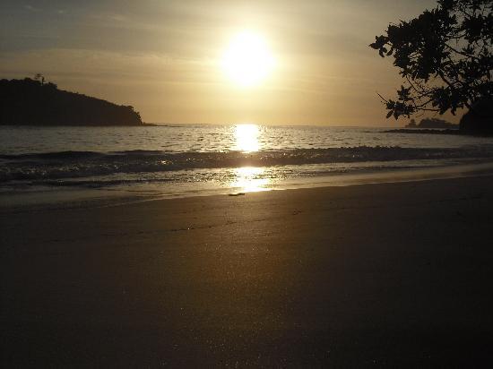 Bahia Esmeralda: Los atardeceres en la Playa Penca son bellos