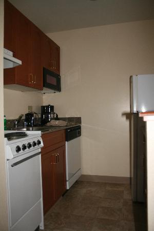 TownePlace Suites Denver Downtown: Kitchen area