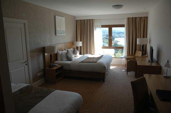 Sneem Hotel : Huge and beautiful room