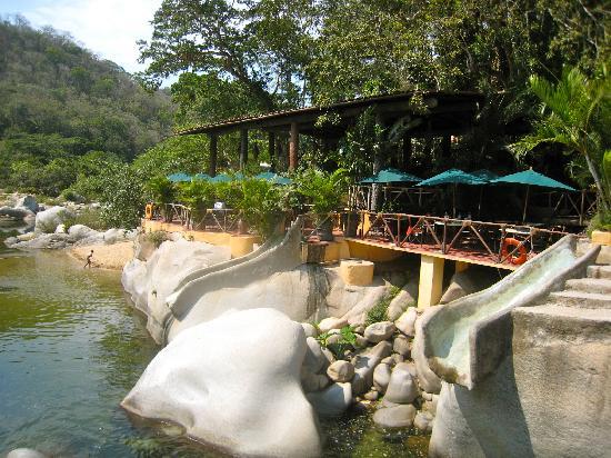 Los Veranos Canopy Tour: Restaurant, slides and river