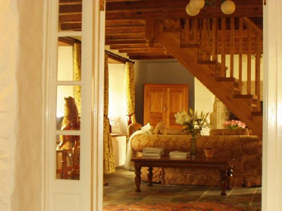 Rosevidney Manor: Guests lounge and  stairs to bedrooms