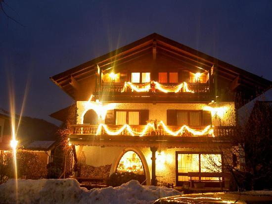 Ferienhotel Hahn: Haus Hahn bei Nacht