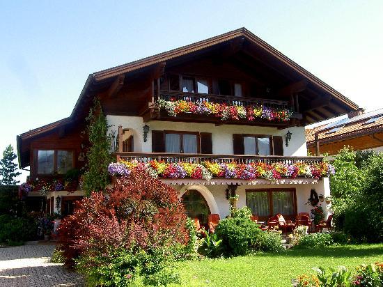 Ferienhotel Hahn: Haus Hahn im Sommer