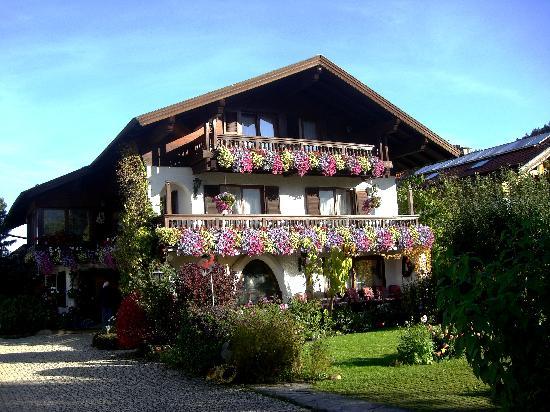 Ferienhotel Hahn : Haus Hahn im Herbst