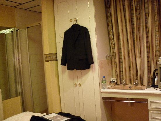 Forest Rise Hotel: my room again