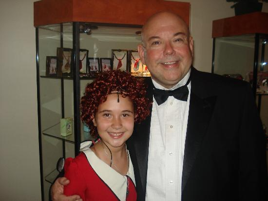 La Comedia Dinner Theatre: Daddy Warbucks and Annie were great!