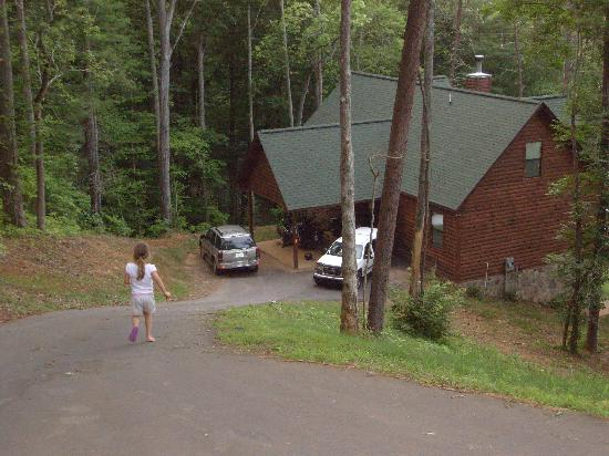 Hiawassee River Camps: Top of the driveway