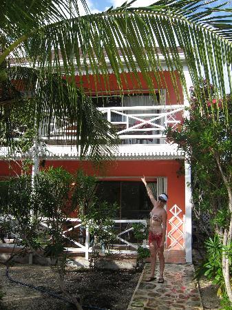 Caribbean Paradise Inn: our room, second floor with balcony
